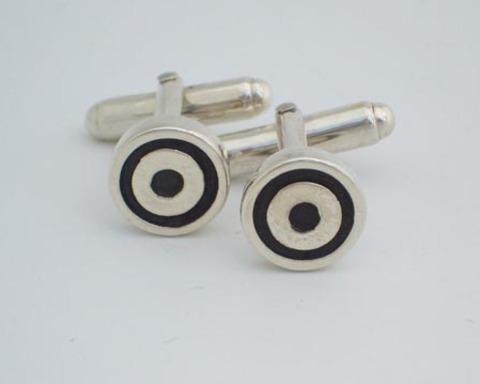 Large thumb cufflinks target cufflinks