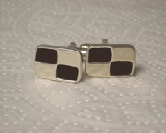 Thumb cufflinks checker cuff links