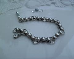 Thumb necklaces barrel bracelet